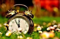 Jak sobie lepiej radzić ze zmianą czasu