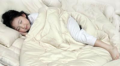 Wpływ twardości materaca na fazy snu u dorosłych i dzieci